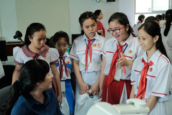 Lớp học trong mơ của học sinh: có máy bán nước tự động, phân loại rác - Ảnh 2.