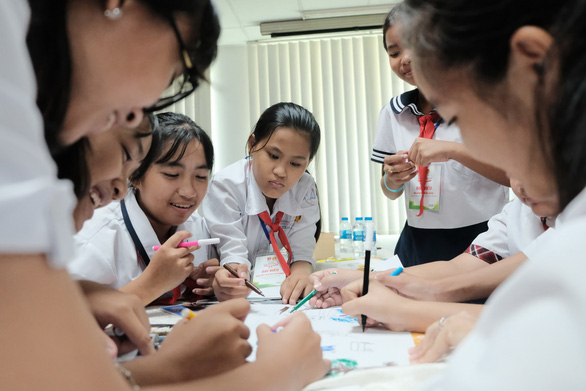 Lớp học trong mơ của học sinh: có máy bán nước tự động, phân loại rác - Ảnh 6.