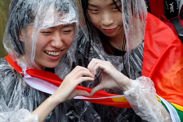 Được công nhận hôn nhân, giới đồng tính Đài Loan nô nức kết hôn - Ảnh 1.