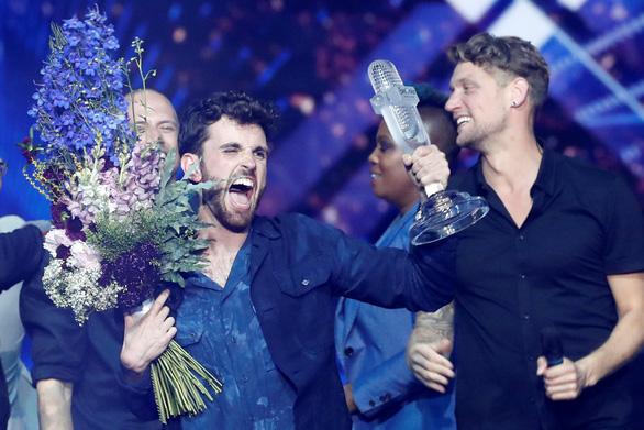 Eurovision: Hà Lan chiến thắng, Madonna mang cờ Palestine và Israel lên sân khấu - Ảnh 1.