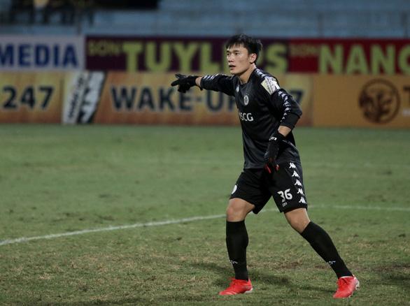 Hà Đức Chinh giấu chấn thương, Bùi Tiến Dũng có trận ra mắt Hà Nội FC - Ảnh 2.