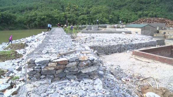 Tháo dỡ xong bờ kè đá xây dựng trái phép, lấn chiếm sông Mã - Ảnh 3.