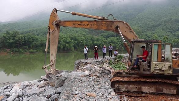 Tháo dỡ xong bờ kè đá xây dựng trái phép, lấn chiếm sông Mã - Ảnh 2.