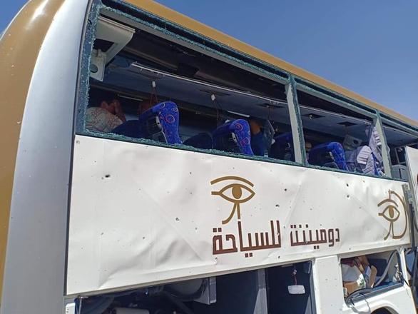 Xe chở du khách nước ngoài lại bị tấn công ở Ai Cập - Ảnh 5.