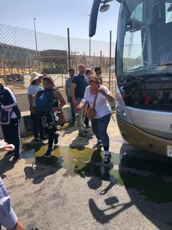 Xe chở du khách nước ngoài lại bị tấn công ở Ai Cập - Ảnh 4.
