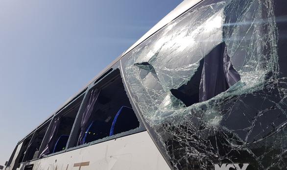 Xe chở du khách nước ngoài lại bị tấn công ở Ai Cập - Ảnh 2.