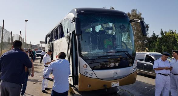 Xe chở du khách nước ngoài lại bị tấn công ở Ai Cập - Ảnh 3.