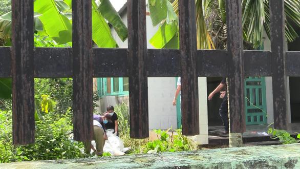 Gia đình nhận diện nạn nhân bị phi tang xác trong thùng nhựa - Ảnh 2.
