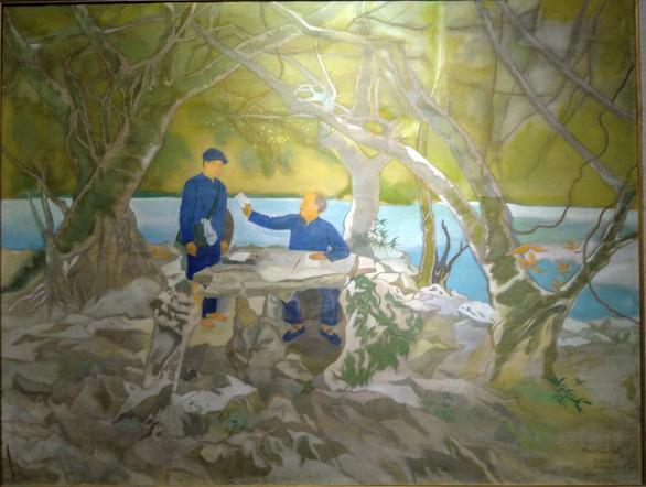 Xem tranh vẽ Bác của Tô Ngọc Vân, Mai Văn Hiến bên bờ hồ Gươm - Ảnh 3.