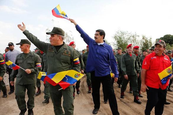 Quân đội Venezuela tuyên bố 'chờ Mỹ với vũ khí trong tay' - Ảnh 4.