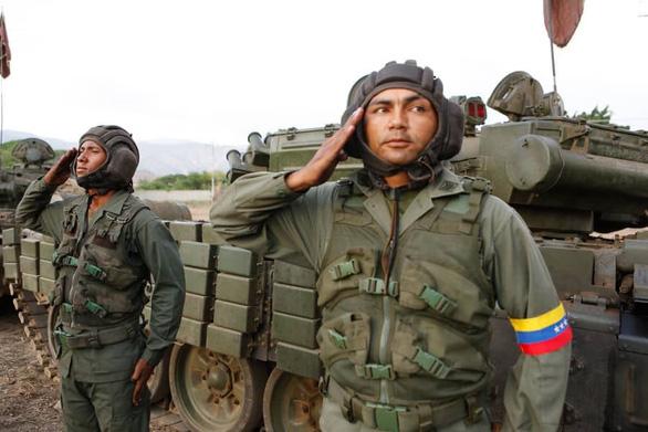 Quân đội Venezuela tuyên bố 'chờ Mỹ với vũ khí trong tay' - Ảnh 2.