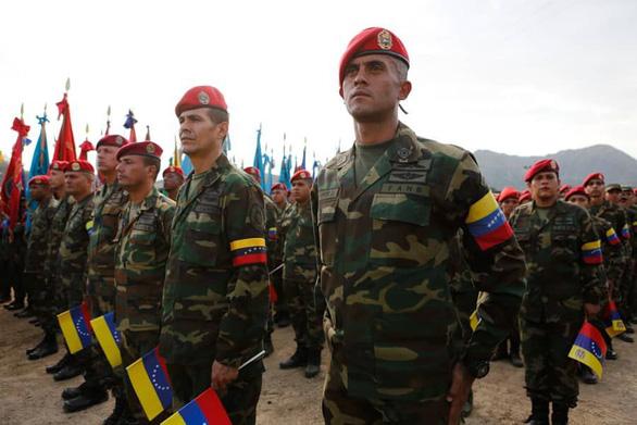 Quân đội Venezuela tuyên bố 'chờ Mỹ với vũ khí trong tay' - Ảnh 3.