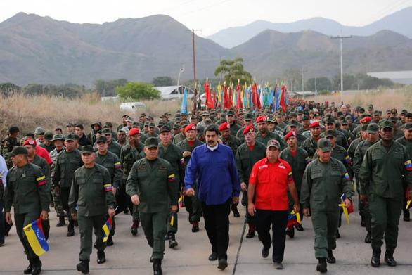 Quân đội Venezuela tuyên bố 'chờ Mỹ với vũ khí trong tay' - Ảnh 1.
