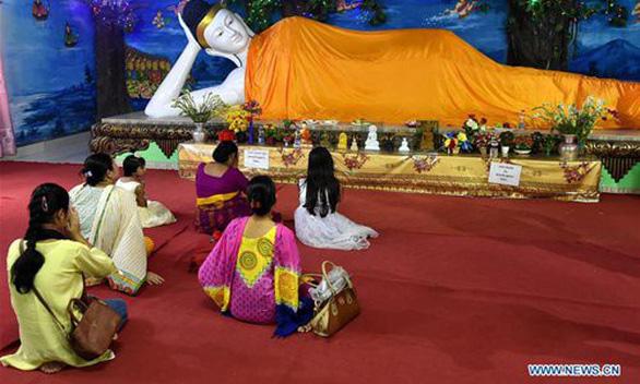 Phật tử nhiều nước thành kính tưởng niệm ngày Phật Đản - Ảnh 1.
