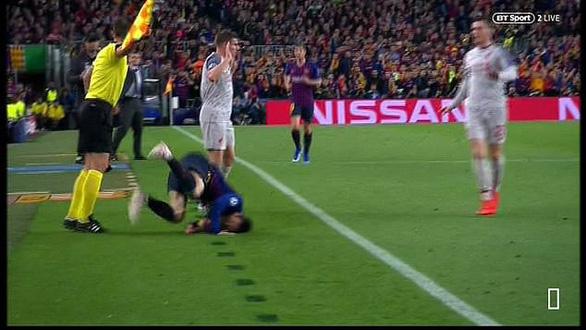 Khoảnh khắc Messi lăn lộn 3 vòng bị chỉ trích là... đóng kịch giống Neymar ! - Ảnh 4.