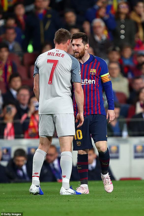 Khoảnh khắc Messi lăn lộn 3 vòng bị chỉ trích là... đóng kịch giống Neymar ! - Ảnh 5.