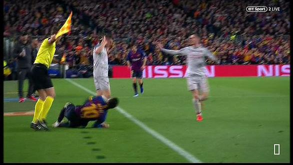 Khoảnh khắc Messi lăn lộn 3 vòng bị chỉ trích là... đóng kịch giống Neymar ! - Ảnh 3.