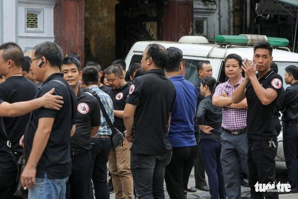 Hơn 10.000 người khóc thương tiễn đưa người phụ nữ bị tài xế say xỉn tông chết - Ảnh 4.