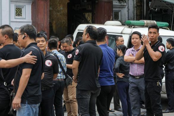 Hàng ngàn bạn 2 nữ nạn nhân bị xe đụng đi bộ kêu gọi uống rượu không lái xe - Ảnh 1.