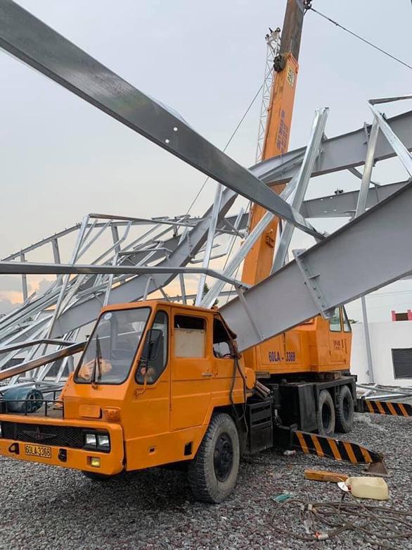 Nhà xưởng đang xây dựng đổ sập, nam công nhân 16 tuổi tử vong - Ảnh 1.