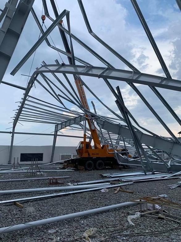 Nhà xưởng đang xây dựng đổ sập, nam công nhân 16 tuổi tử vong - Ảnh 2.