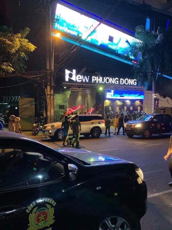 Công an ập vô vũ trường New Phương Đông trong đêm, 75 người dương tính ma túy - Ảnh 1.
