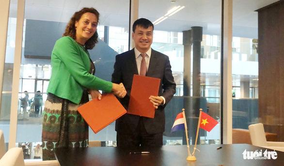 TP.HCM ký hợp tác chống ngập bền vững với Hà Lan - Ảnh 3.
