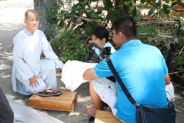 Nữ họa sĩ Đặng Ái Việt vào vai sư cô trong Sóng mồ côi - Ảnh 6.