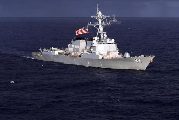 Khu trục Mỹ áp sát bãi cạn Scarborough gần Philippines - Ảnh 1.