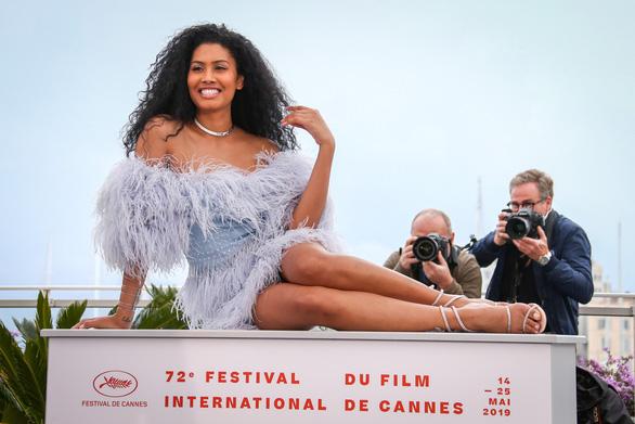 Chuyện tình phụ nữ chuyển giới nhận nhiều ngợi khen ở Cannes - Ảnh 1.
