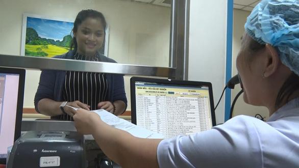 Bệnh viện thu viện phí bằng cà thẻ, quét QR Code - Ảnh 2.