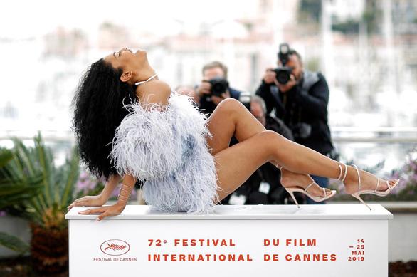 Chuyện tình phụ nữ chuyển giới nhận nhiều ngợi khen ở Cannes - Ảnh 2.
