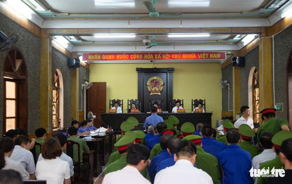 Bồi thường sai, hàng loạt cựu cán bộ tỉnh Sơn La hầu tòa - Ảnh 2.