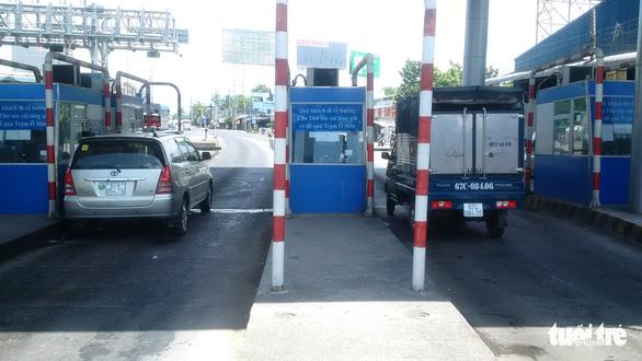 Tài xế chiếm làn thu phí, trạm thu phí T2 BOT quốc lộ 91 ùn tắc - Ảnh 5.