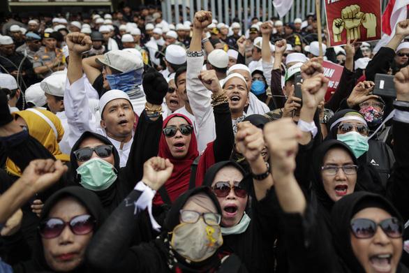 Tổng thống Joko Widodo tái đắc cử, quân đội Indonesia trong tình trạng báo động - Ảnh 1.
