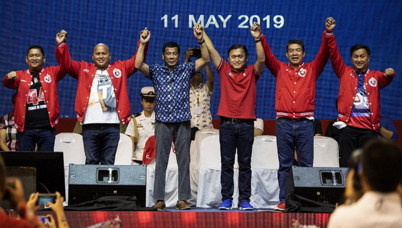 Bầu cử giữa kỳ Philippines: tường thành ngăn ông Duterte đã sập - Ảnh 1.