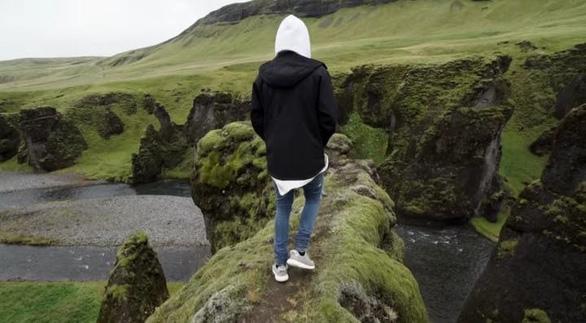 Iceland đóng cửa hẻm núi Fjadrárgljúfur nổi tiếng vì... Justin Bieber? - Ảnh 3.
