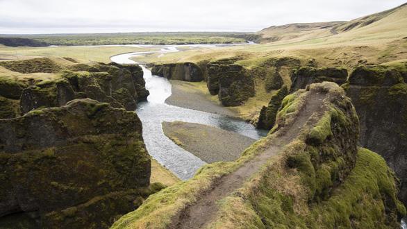 Iceland đóng cửa hẻm núi Fjadrárgljúfur nổi tiếng vì... Justin Bieber? - Ảnh 1.