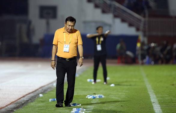 Cựu HLV trưởng đội tuyển Việt Nam bay ghế ở CLB Quảng Nam - Ảnh 2.