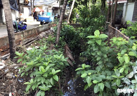 Sân bay Tân Sơn Nhất khó thoát ngập do cống thoát nước thấp hơn bên ngoài - Ảnh 4.