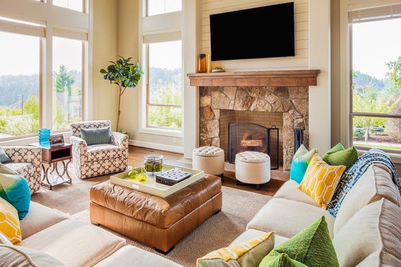6 mẹo trữ đồ trong phòng khách từ chuyên gia thiết kế nội thất - Ảnh 1.
