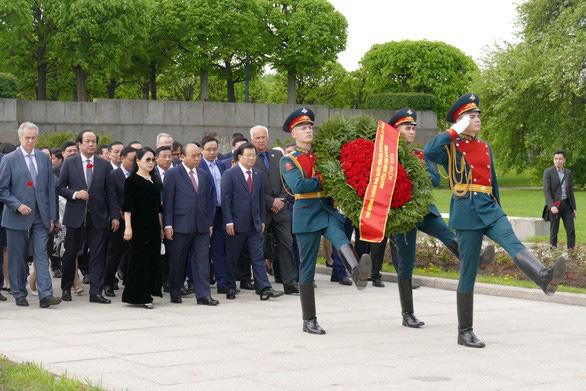 Thủ tướng thăm thủ đô phương bắc nước Nga - Ảnh 1.