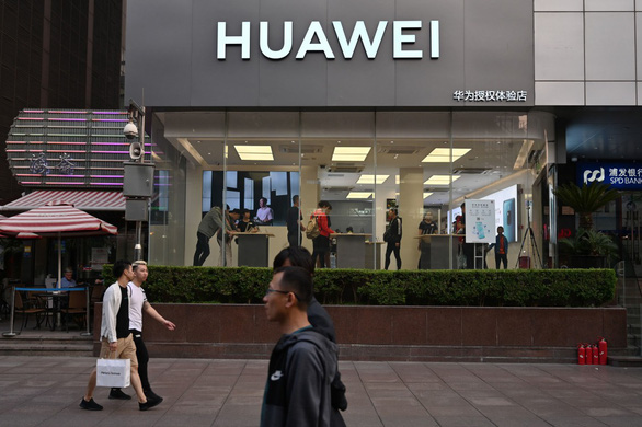 Điện thoại Huawei bị bán tháo, nhiều cửa hàng Singapore, Philippines từ chối mua lại - Ảnh 2.