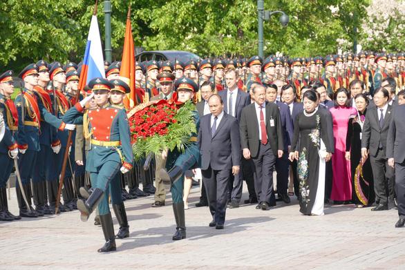 Video: đội quân danh dự Nga diễu binh chào mừng Thủ tướng Nguyễn Xuân Phúc - Ảnh 2.