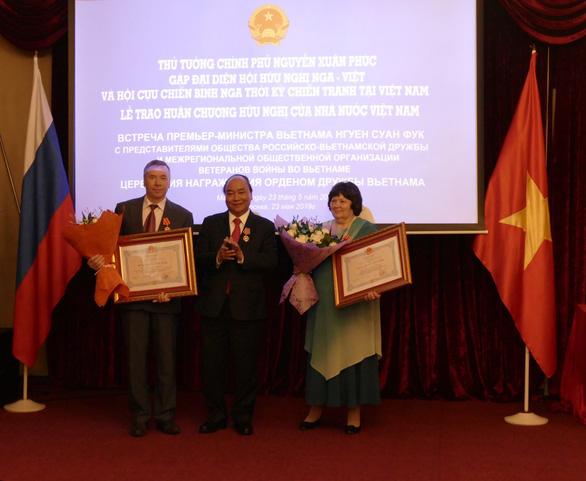 Thủ tướng Nguyễn Xuân Phúc xúc động gặp lại những người bạn Nga - Ảnh 1.
