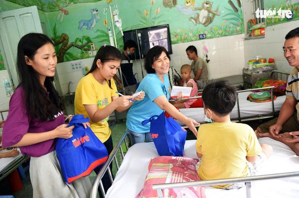 Tết thiếu nhi đến sớm với bệnh nhi Bệnh viện Nhi Đồng 2 - Ảnh 5.
