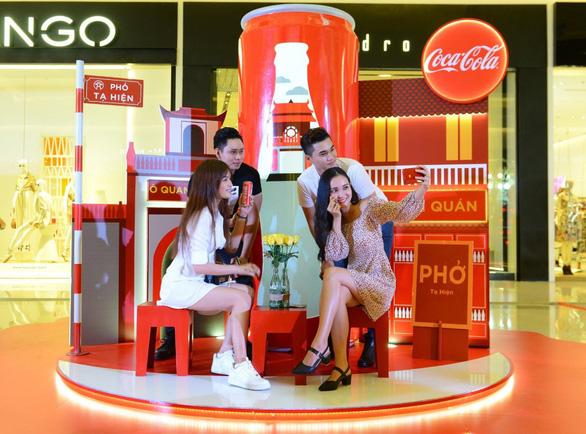 Check-in xuyên Việt trong một ngày với triển lãm nghệ thuật - Ảnh 1.