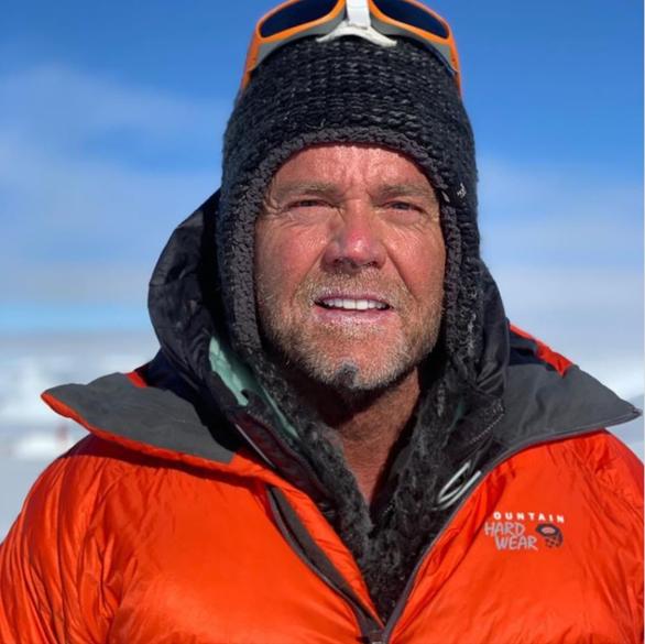 Hai người chết vì xếp hàng chờ trên đỉnh núi Everest? - Ảnh 2.