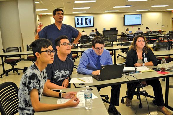 Đào tạo Y khoa song ngữ - Cơ hội để làm việc tại Hoa Kỳ - Ảnh 4.