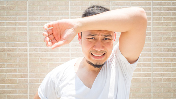 Cảnh báo nguy cơ đột quỵ tuổi 40 trong đợt nắng nóng mới - Ảnh 1.
